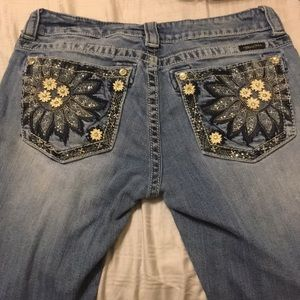 Adorable sunflower bootcut Miss Me jeans